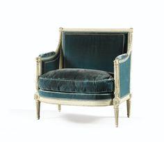 Paire de marquises en bois laqué crème d'époque Louis XVI, attribuée à Adrien-Pierre Dupain  le dossier cintré et la ceinture à ressaut, les supports d'accotoir en balustres détachés à cannelures torses, les montants du dossier cannelés rehaussés de feuilles, reposant sur des pieds fuselés à cannelures rudentées ; garnies à carreaux et recouvertes de velours bleu ; l'une avec les marques TH, PLS DES/TUIL.LES et trois fleurs-de-lys couronnées dans un ovale, ainsi qu'un numéro au pochoir 11829
