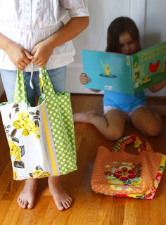 Sewing 101 - I love this simple tutorial for making an adorable tote bag. #diy #craft #sewing
