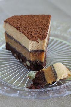 TOURBILLON choco / caramel à la fleur de sel & aux amandes (Biscuit cacao/amandes, crème légère au caramel, gelée au chocolat, mousse au caramel)