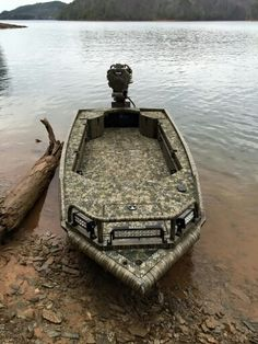 Maintaining Your Kayak to Last Forever - Way Outdoors Mud Boats, Kayak Boats, Fishing Boats, Bow Fishing, Duck Hunting Blinds, Duck Hunting Boat, Mud Motor, Duck Boat Blind, John Boats