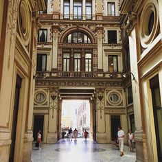 One of my favorite surprises in downtown Rome is the Art Deco Palazzo Sciarra. #italogram