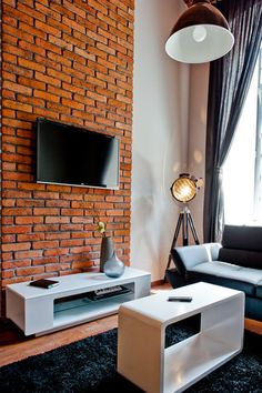 Wykonawcy - wykonanie, Stara cegła w naszych realizacjach - cegła na ścianie, cegła w salonie