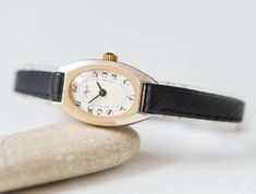 Oval women's watch retro lady watch gold shade feminine