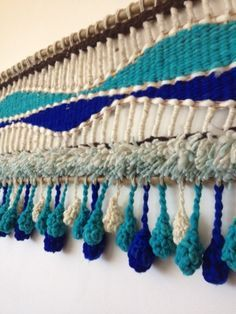 we are coming the beach ! Weaving Loom Diy, Weaving Art, Tapestry Weaving, Hand Weaving, Art Textile, Textile Patterns, Embroidery Patterns, Woven Wall Hanging, Hanging Tapestry