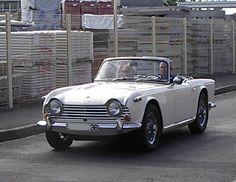 Triumph TR4 AIR 1966, Moteur 4 cylindres en ligne à soupapes en tête, 2138 cm3, 86 x 92 mm, 100 ch à 4600 tr/mn (104 ch à 4700 tr/mn pour la TR 4A). Couple maxi : 17,7 mkg à 4600 tr/mn. , 2 carburateurs SU H6, Vitesse 175 km/h ,Production  TR4 de 1961 à 1965  ✏✏✏✏✏✏✏✏✏✏✏✏✏✏✏✏ IDEE CADEAU / CUTE GIFT IDEA  ☞ http://gabyfeeriefr.tumblr.com/archive ✏✏✏✏✏✏✏✏✏✏✏✏✏✏✏✏