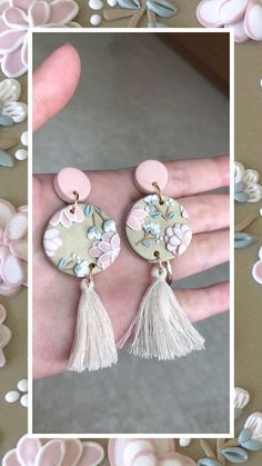 Polymer Clay Flowers, Polymer Clay Charms, Handmade Polymer Clay, Polymer Clay Jewelry, Polymer Clay Embroidery, Diy Clay Earrings, Clay Design, Polymer Clay Projects, Ceramic Jewelry