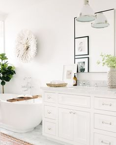 "154 Likes, 5 Comments - Kate Lester Interiors (@klinteriors) on Instagram: ""Let's just take a moment and absorb all of the simply white perfection that is this bathroom. And…"""
