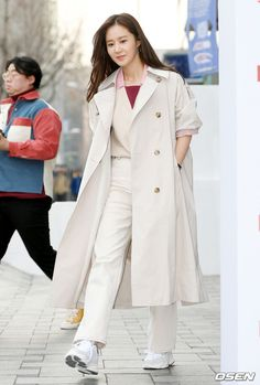Yuri Kwon Yuri, Coat, Jackets, Fashion, Down Jackets, Moda, Sewing Coat, Fashion Styles, Peacoats