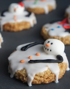 Melted Snowmen!    http://bestfriendsforfrosting.com/2012/10/interview-with-meaghan-mountford-of-the-decorated-cookie/    The original creator Meaghan Mountford!