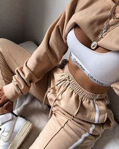 Boujee Outfits, Swag Outfits For Girls, Lazy Outfits, Cute Comfy Outfits, Sporty Outfits, Teenager Outfits, Winter Fashion Outfits, Retro Outfits, Stylish Outfits