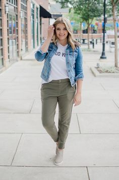 stripe jogger pants outfit - casual jogger pants outfit for fall | bylaurenm.com Jogger Pants Outfit, Joggers, Maternity Fashion, Maternity Style, Casual Outfits, Cute Outfits, Clothing Blogs, Autumn Fashion, Blogger Style