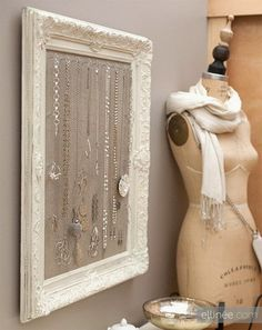 Michelle - Blog #DIY - #Antique #Frame #Jewelry #Holder Fonte : http://www.elli.com/blog/diy-antique-frame-jewelry-holder/