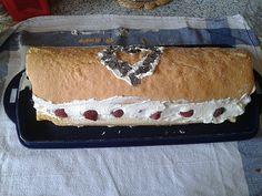 Biskuitrolle mit Himbeer - Sahne - Füllung, ein schönes Rezept aus der Kategorie Kuchen. Bewertungen: 14. Durchschnitt: Ø 4,0.