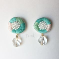 逃げ水 Textile Jewelry, Embroidery Jewelry, Lace Embroidery, Fabric Jewelry, Wire Jewelry, Jewellery, Diy Earrings, Earrings Handmade, Crochet Earrings