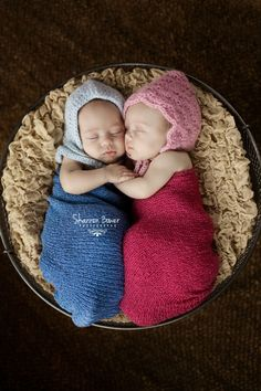 Custom Photo Props specializes in newborn photography props, baby photo props, infant props and maternity photography props. Let us assist you in capturing that perfect newborn portrait!