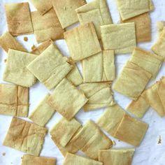 Almond Crackers (SCD, Paleo, Keto, Gluten-Free, and Grain-Free) Almond Cracker Recipe, Almond Flour Recipes, Candida Diet Recipes, Scd Recipes, Delicious Recipes, Free Recipes, Homemade Crackers, Homemade Breads, Sicilian Recipes