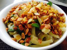 Ensalada de peras zucchinni rostizado y semillas