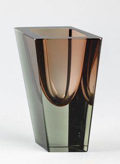 Kaj Franck, Nuutajärvi, Prisma Art Of Glass, Scandinavian Art, Glass Design, Modern Art, Objects, Vase, Nifty, Finland, Brown