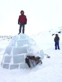 An interactive team-building exercise - How to build an igloo.