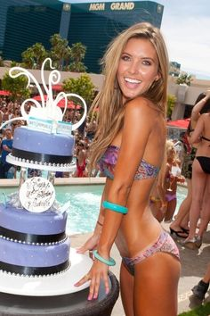 The Hills actress Audrina Patridge is way hot in this bikini pic but most certainly still vapid as hell. Audrina Patridge Hair, Audrina Hair, Pretty People, Beautiful People, Beautiful Smile, Fitness Models, Sexy Girl, Body Inspiration, Fitness Inspiration