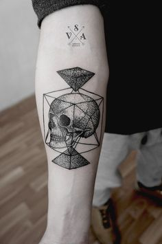 not usually into skulls (for my own tattoos), but this design..