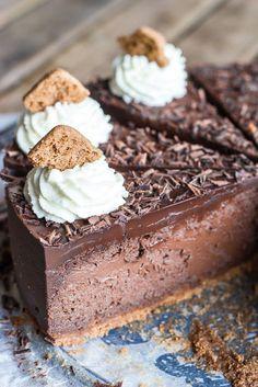 Een verslavend lekkere chocolade cheesecake met speculaasjes als bodem en een zachte chocolade ganache topping.