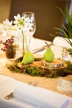 Wedding table style inspired by nature. Photo by Studio Impressions.