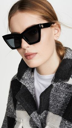 women glasses face shapes 170362798393394033 - Flattering Sunglasses For Round Face Shapes Source by caseymatheny Round Face Sunglasses, Le Specs Sunglasses, Summer Sunglasses, Sunnies, Glasses For Round Faces, Glasses For Your Face Shape, Bob Hairstyles For Fine Hair, Hairstyle Men, Men's Hairstyles