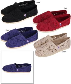 The classic Spanish espadrilleshoe gets a purple paw and crocheted upgrade! Lightweight crochet tops comfortably padded rubber soles, for one irresistibly easy shoe to slip on and go. With our purple paw logo, the message of animal welfare is spread Every Purchase Funds Food & Care For Rescued Animals.