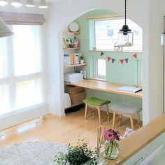 女性で、3LDKの2017.8.4/ペンダントライト/アクセントクロス/アーチ壁/雑貨大好き♡…などについてのインテリア実例を紹介。「おはようございます(^^*) 6連勤頑張り中!今日もがんばりましょ~(*゚▽゚)ノ」(この写真は 2017-08-04 08:10:30 に共有されました) Cafe Interior, Room Interior, Interior Design Living Room, Home Office Design, House Design, Small Home Offices, Minimalist Room, Living Spaces, Room Decor