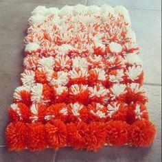 Alfombra de pompones de lana  Ideal para decorar espacios con colores irresistibles.