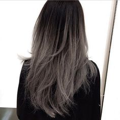 Here is a #fbf to when we first did @marycake grey ombré 🌚👽🎃 happy Halloween! Cut by @cleencuts #jesstheebesttcolor #grombre #ombre #balayage #greyhair #fallhair #haircolor #olaplex