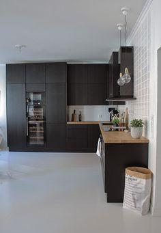 välitilan laatta Dyi Kitchen Ideas, Home Decor Kitchen, Kitchen Interior, New Kitchen, Home Interior Design, Kitchen Dining, Black Kitchens, Home Kitchens, French Home Decor