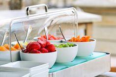 Chaque matin, un buffet vous attend pour le petit-déjeuner. Profitez de ce moment pour contempler la vue sur le Bassin.