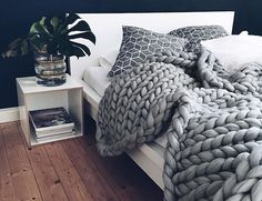 Featuring the plushest and largest woven pattern ever, the Extra Large Blanket is made entirely from super soft merino wool to keep you warm on the coldest of nights.