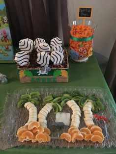 Dschungel-Mottoparty - VBS Vacation Bible School Ideas - The Effective Pictures We Offer You Safari Theme Birthday, Jungle Theme Parties, Wild One Birthday Party, Animal Birthday, 1st Boy Birthday, Boy Birthday Parties, Jungle Theme Food, Jungle Snacks, 1st Birthday Ideas For Boys