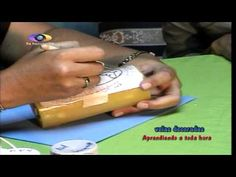 aprendiento a toda hora velas decoradas parte 1 - YouTube Diy Candle Holders, Diy Candles, Carved Candles, Diy Craft Projects, Diy Crafts, Candels, Dremel, Candle Making, Hand Carved
