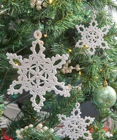 Lacy Snowflake Ornaments - it's a free pattern!