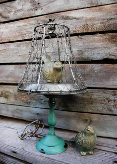 Shabby Chic Farmhouse Decor Chicken Wire Bird by marieandlee Vintage Screen Doors, Old Screen Doors, Wooden Screen Door, Diy Screen Door, Diy Door, Shabby Chic Farmhouse, Farmhouse Decor, Farmhouse Front, Modern Farmhouse