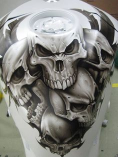 Skulls -m/c fuel tank art