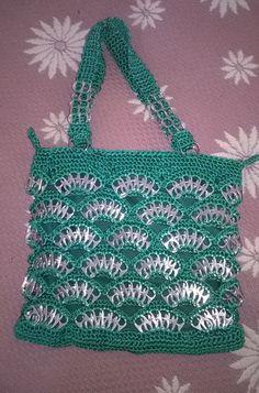 Crochet can rings Pop Top Crochet, Free Crochet Bag, Crochet Tote, Crochet Handbags, Crochet Purses, Diy Crochet, Soda Tab Crafts, Can Tab Crafts, Tape Crafts