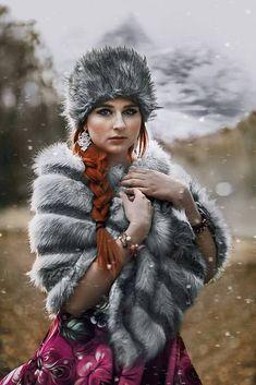 Swarovski v čipke ukrytý. (do ružova) / Ridgways - SAShE. Modeling, Swarovski, Winter Hats, Urban, Couture, Fashion, Moda, Modeling Photography, Fashion Styles