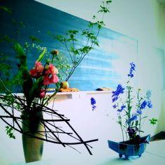 Kenichi Kamio - flower arrangement club from Today's piano piece  Jun.22nd,2015  「華道部」 高校の学祭見学にて。黒板と生花のコントラストが妙。