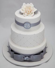 What an elegant 25th wedding anniversary cake.  Love the flower on top! #weddinganniversarycakeidea #elegantcake