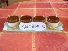 Panna cotta sauce carambar - mettre trois feuilles de gélatine (au lieu de deux) et un peu moins de sucre. Delicieux !!!!