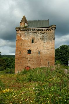 archaicwonder:    Sauchie/Devon Tower  The tower is a 15th century ruin in Clackmannanshire. The lands of Sauchie were granted by King Robert the Bruce to Henri de Annand, Sheriff of Clackmannan, in 1321.