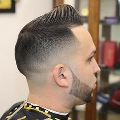 There are many fashionable ways to wear a comb over fade haircut. Because a comb over is a versatile, trendy hairstyle, it is perfect for all hair types. Mid Fade Comb Over, Comb Over Fade Haircut, Short Comb Over, Low Fade Haircut, Classic Hairstyles, Men's Hairstyles, Straight Hairstyles, Short Haircuts, Haircuts For Men