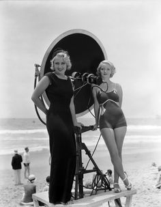 Joan Blondell & Bette Davis.