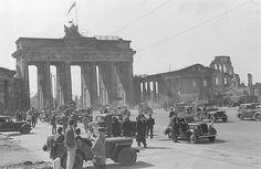Berlin Brandenburger Tor Ein Jahr nach Kriegsende im Juni 1946