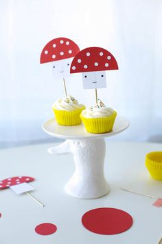 DIY Simple Toadstool Cake Topper